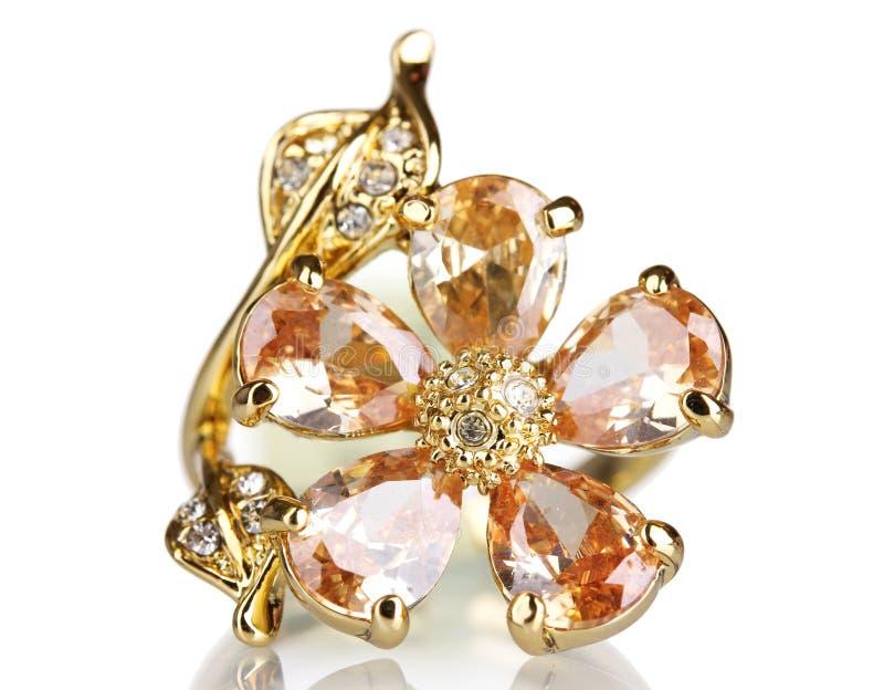 美丽的金珍贵的环形石头 免版税库存图片