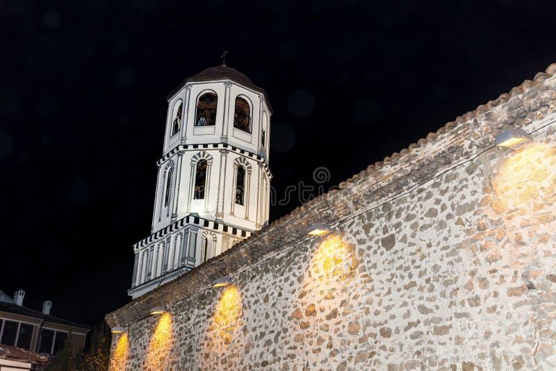 美丽的钟楼在老镇普罗夫迪夫-夜场面 库存照片