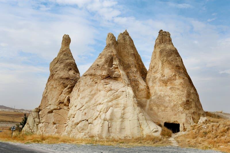 美丽的锥体山在卡帕多细亚土耳其 免版税库存图片