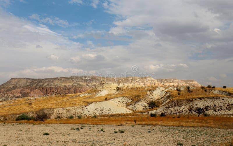 美丽的锥体山在卡帕多细亚土耳其 库存图片
