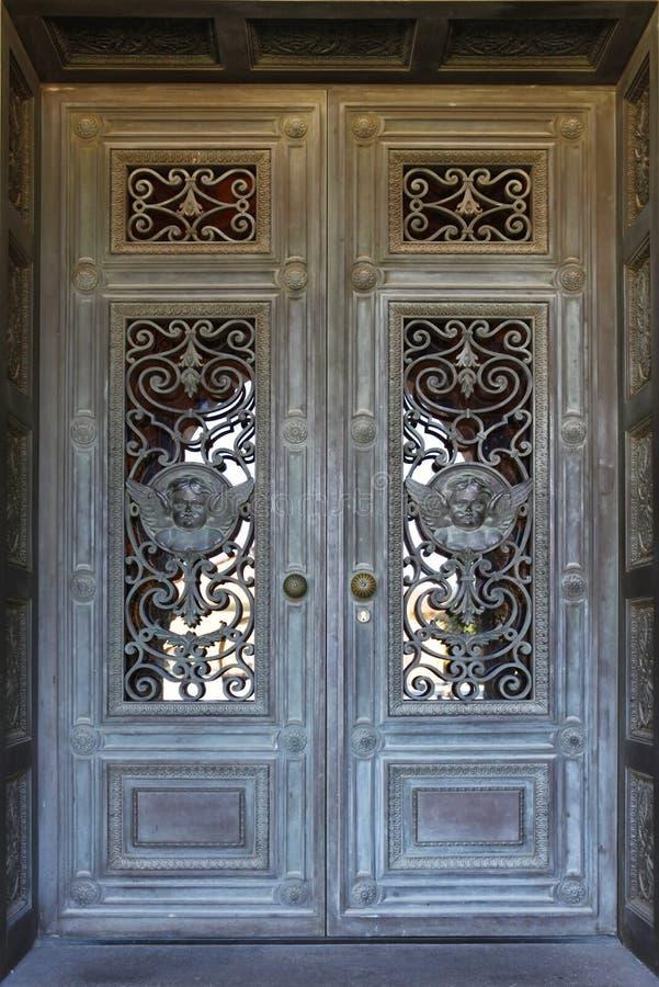 美丽的门在史丹福大学的使命教会里在Calif 免版税图库摄影