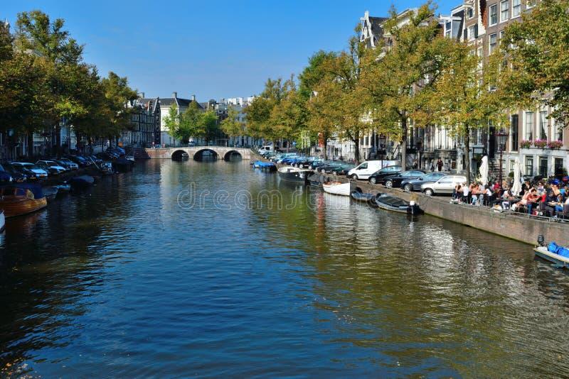 美丽的阿姆斯特丹桥梁和小船 库存照片