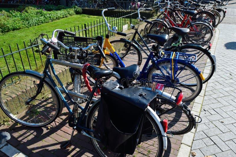美丽的阿姆斯特丹自行车 免版税库存照片