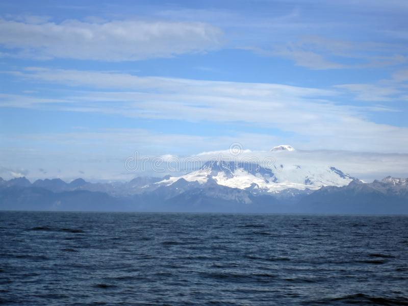 美丽的雪加盖的登上Illiama和库克湾 免版税库存图片