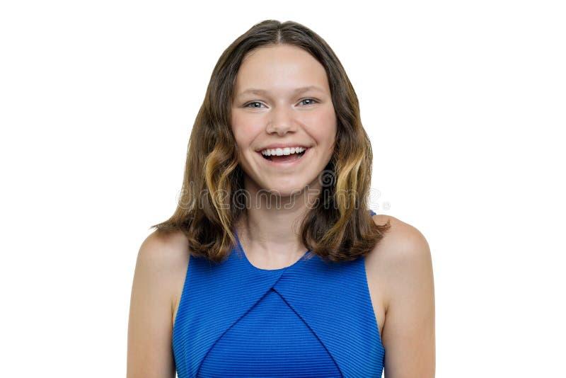 美丽的青少年的女孩特写镜头画象有完善的白色微笑的,隔绝在白色背景 图库摄影