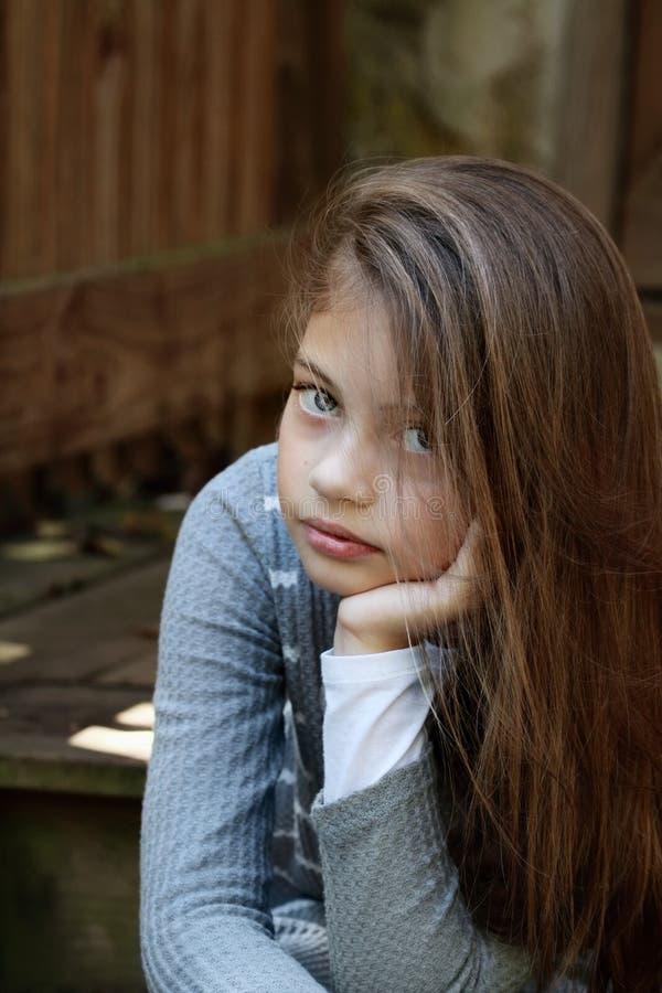 美丽的青春期前的女孩 免版税库存照片
