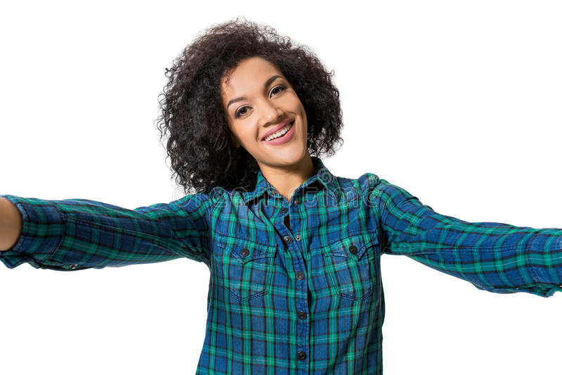 年轻美丽的非裔美国人的妇女做自已反对白色背景在演播室 库存图片