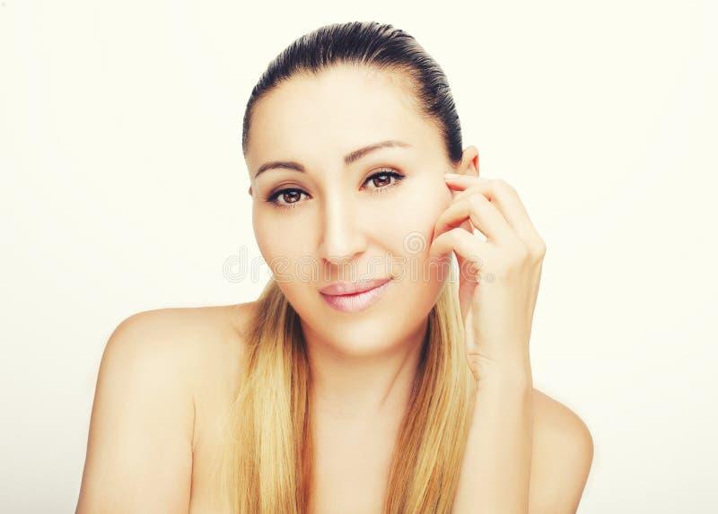 美丽的面孔前面画象与美丽的棕色眼睛的 免版税库存图片