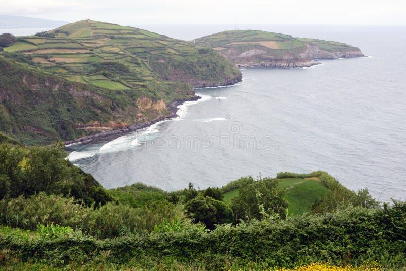 美丽的风景 葡萄牙圣米格尔岛蓬塔德尔加达市海岸的景色 免版税库存图片