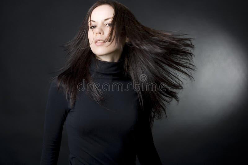 美丽的飞行头发妇女年轻人 免版税库存图片