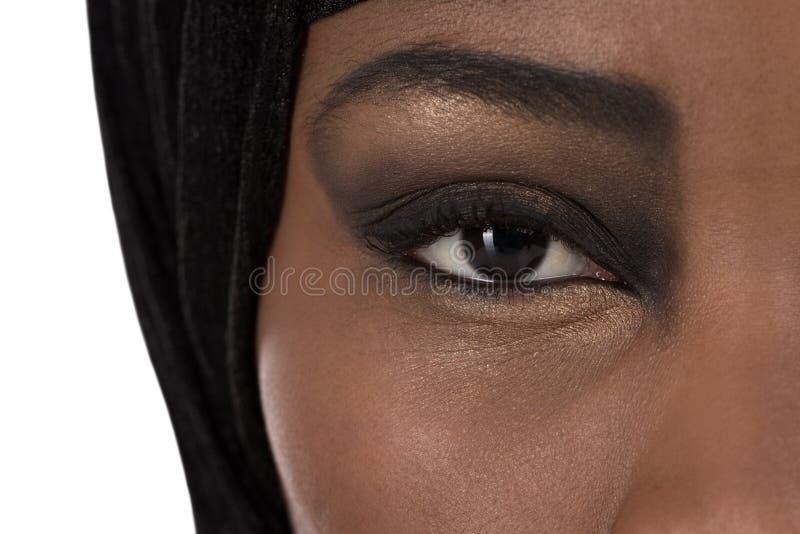 美丽的黑人东方人色的妇女:眼睛和秀丽 免版税库存照片
