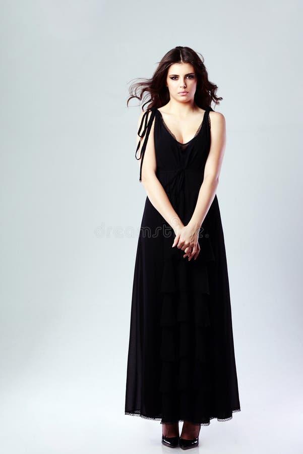 美丽的黑人礼服妇女 免版税图库摄影