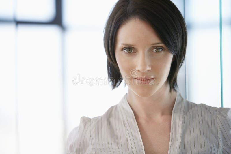 美丽的年轻女实业家 免版税库存照片
