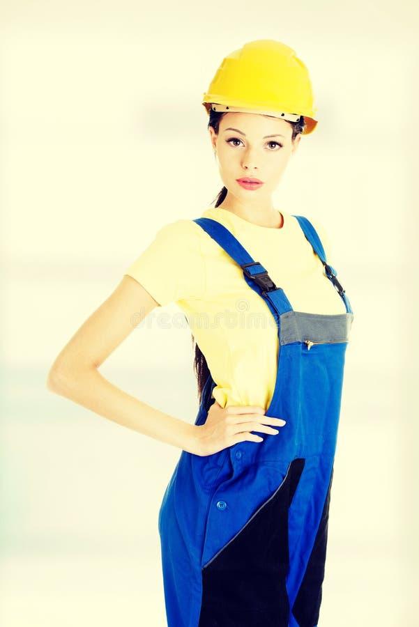 美丽的年轻女工匠 库存图片