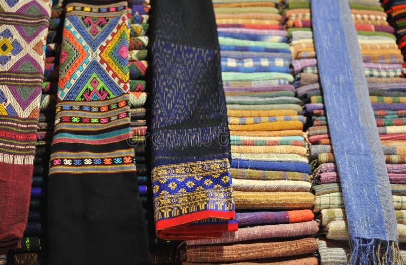 美丽的围巾待售 免版税图库摄影