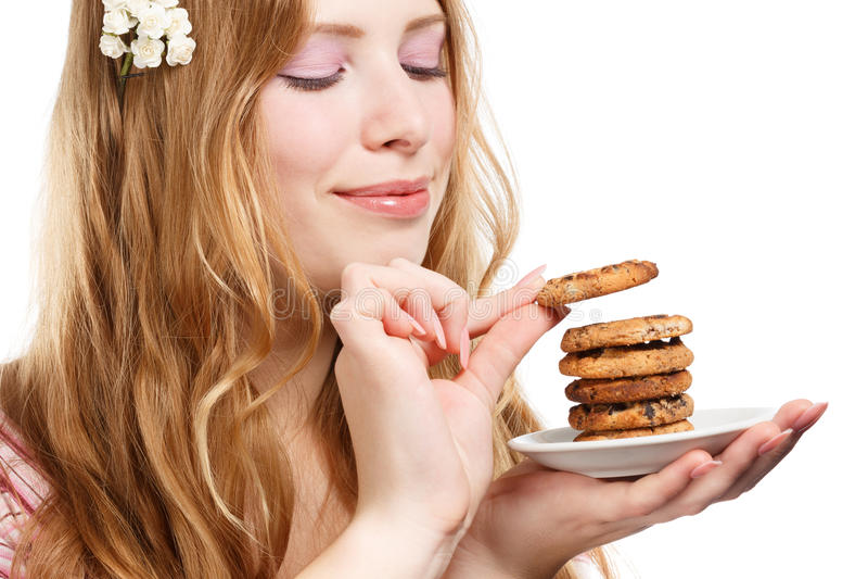 美丽的年轻微笑的妇女用曲奇饼 库存照片
