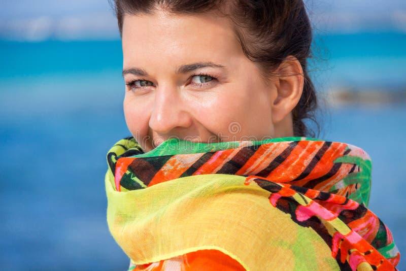 美丽的活泼的妇女在海边 图库摄影