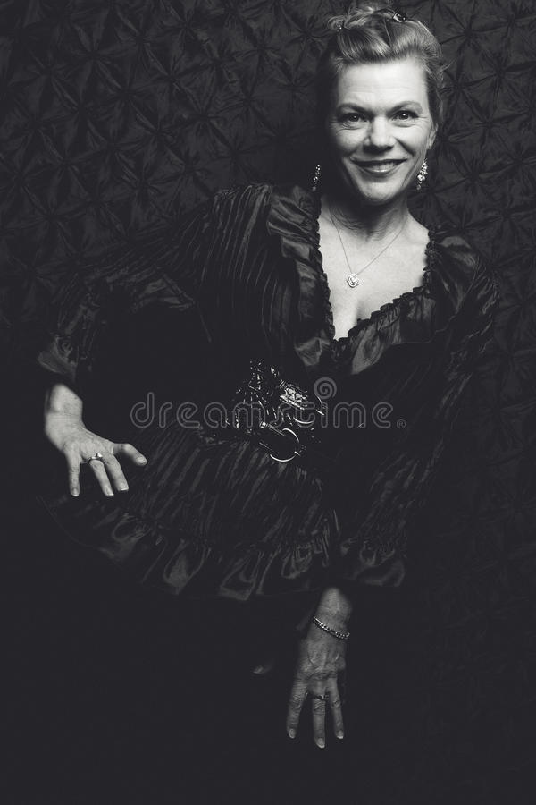 美丽的黑白妇女 免版税库存照片