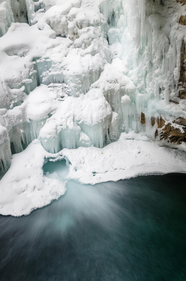 美丽的冻结的瀑布 库存照片