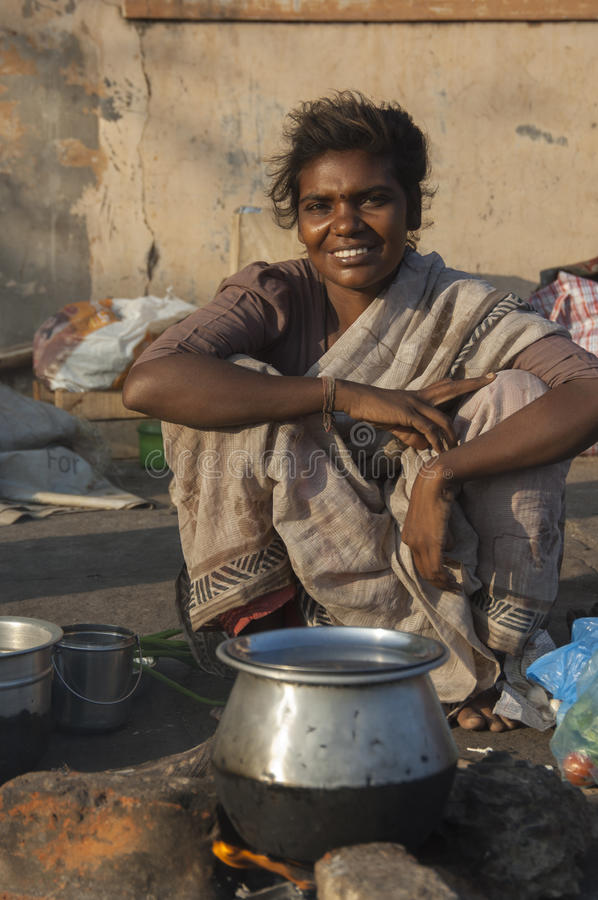 美丽的年轻街道妇女在金奈,印度 库存照片