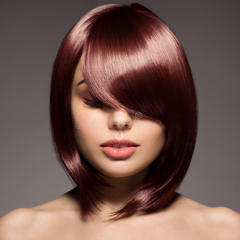 美丽的年轻Redhair妇女画象有长的头发的 库存图片