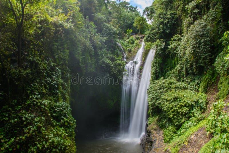 美丽的Aling Aling瀑布,巴厘岛,印度尼西亚 免版税库存照片