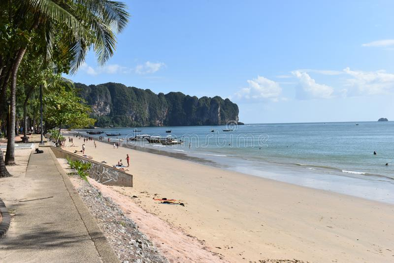 美丽的Ao Nang海滩在甲米府,泰国,亚洲 库存照片