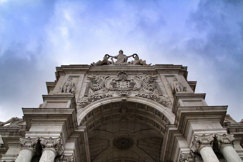美丽的Arco da Rua奥古斯塔在普拉布蒂在里斯本 免版税库存照片