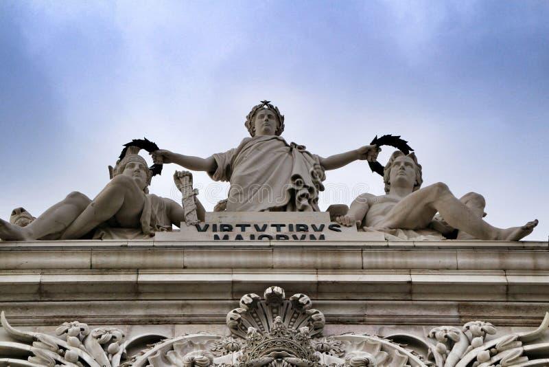 美丽的Arco da Rua奥古斯塔在普拉布蒂在里斯本 免版税库存图片