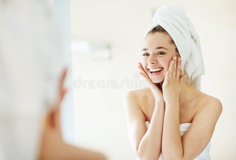 美丽的BOTOX®关心表面面部射入查出s白人妇女 库存照片