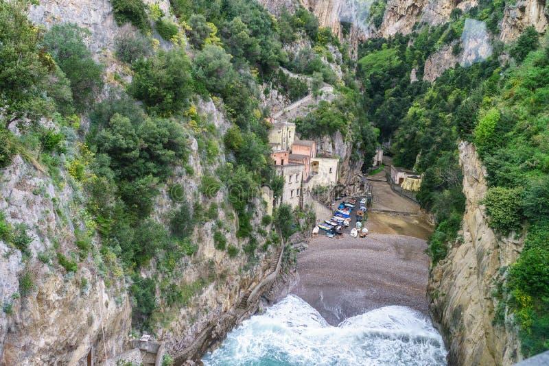 美丽的Fiordo di Furore海岸惊人的看法在南部的Ita的 库存图片