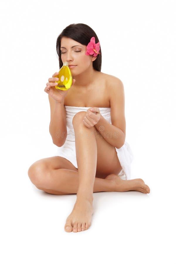 美丽的flacon香水妇女 免版税库存照片