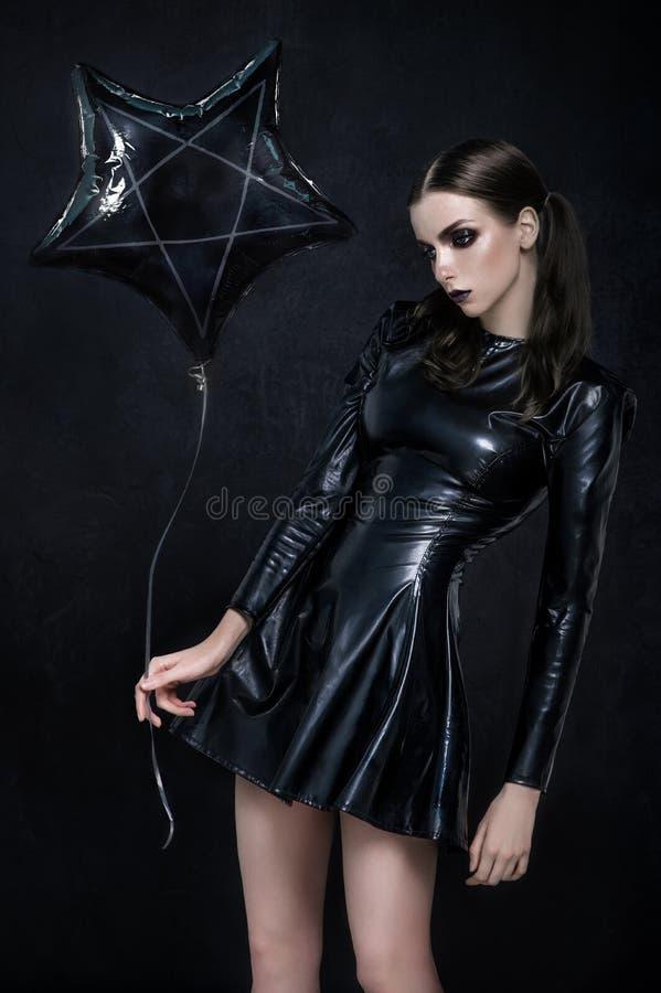 美丽的goth女主人罪恶女孩 免版税库存图片
