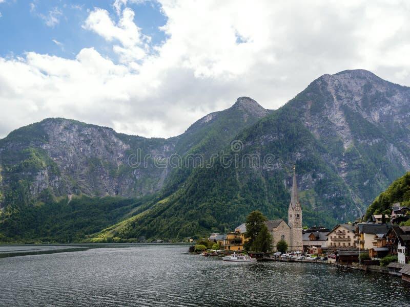 美丽的Hallstatt村庄和高山湖 Hallstatt是著名地方在奥地利,萨尔茨卡默古特,欧洲的区域 库存图片