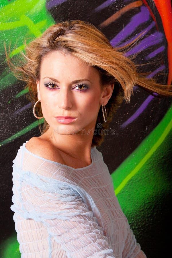 Download 美丽的headshot妇女 库存图片. 图片 包括有 摆在, 设计, 姿势, 华美, 相当, 街道画, beautifuler - 15688293
