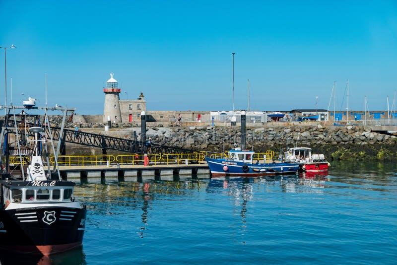 美丽的Howth港口的下午视图 免版税库存图片
