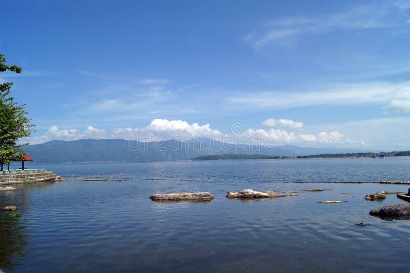 美丽的Kerinci湖在Kerinci Sungai Penuh占碑省-印度尼西亚 免版税库存图片