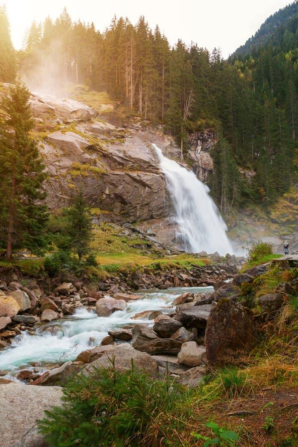 美丽的Krimml瀑布和山在Tauern国家放出 库存图片