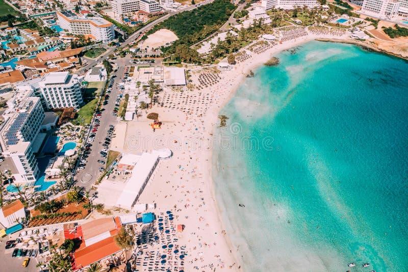美丽的Nissi海滩鸟瞰图在Ayia Napa 库存图片