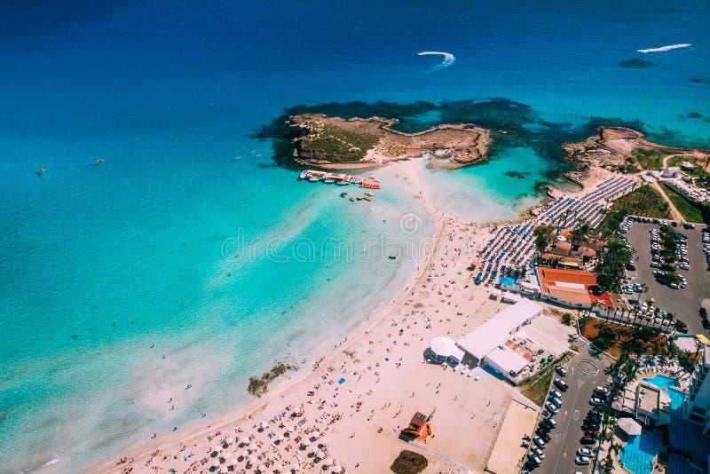 美丽的Nissi海滩鸟瞰图在Ayia Napa 图库摄影