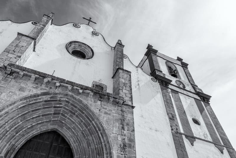美丽的Silves大教堂 在著名Silves城堡旁边,葡萄牙的阿尔加威地区 库存图片