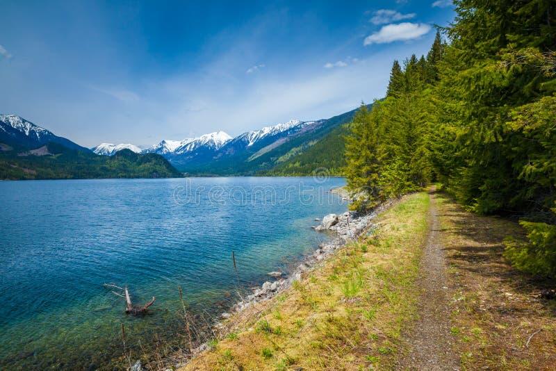 美丽的Slocan湖在新的丹佛附近镇的内部不列颠哥伦比亚省  免版税库存图片