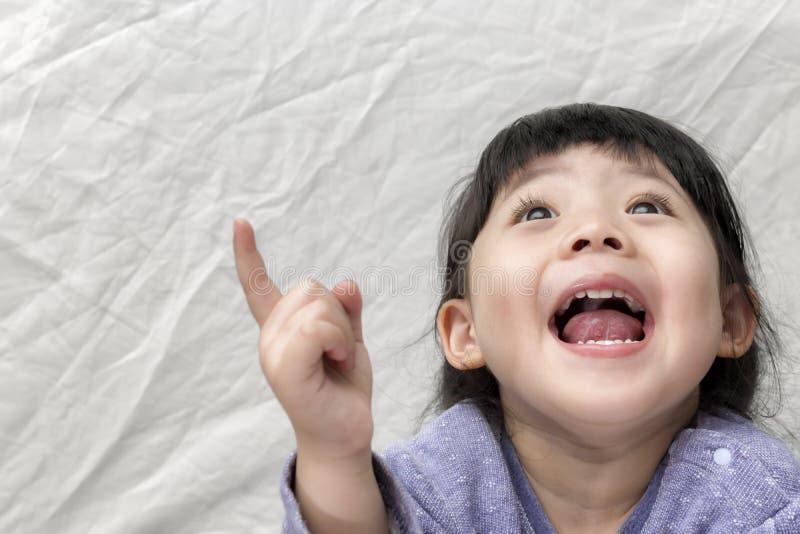 美丽的Smilling逗人喜爱的亚洲女孩 库存图片