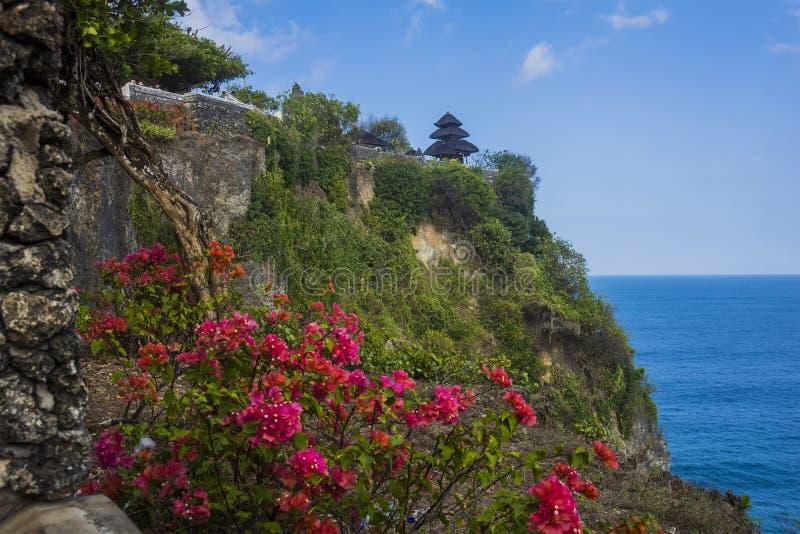 美丽的Uluwatu寺庙栖息在峭壁顶部在巴厘岛, Indo 库存照片