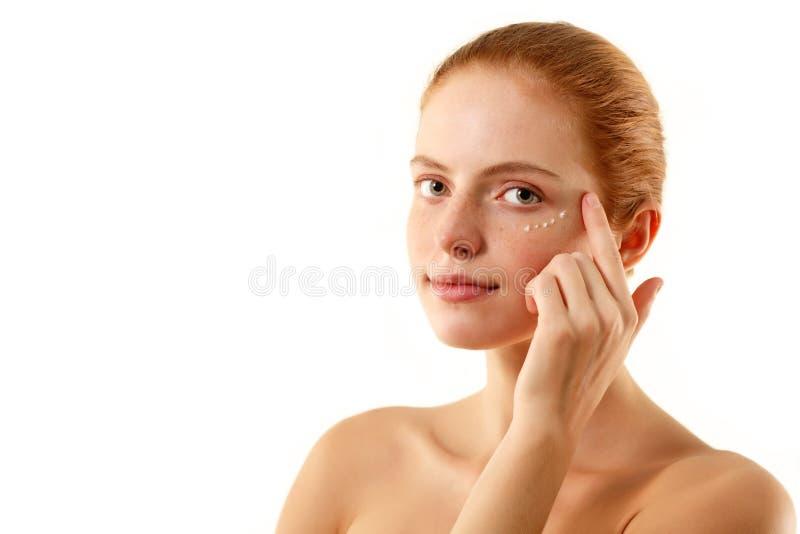 美丽面对她的skincare传播妇女 库存图片