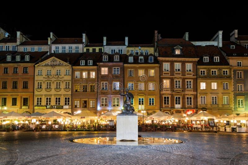 美人鱼晚上老城镇华沙 免版税库存照片