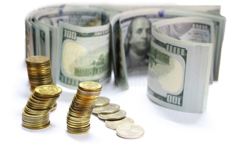 美元发单钞票和硬币有白色背景 图库摄影