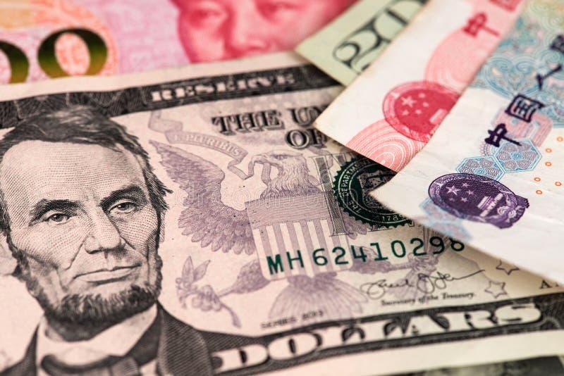 美元和元人民币中国货币钞票关闭图象 USD与RMB 免版税库存图片