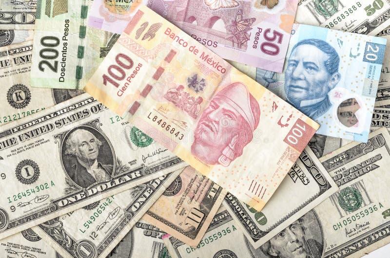 美元和墨西哥比索票据 免版税图库摄影