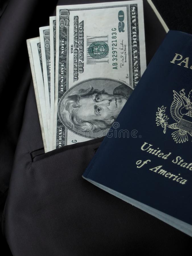 美元和护照 免版税库存照片